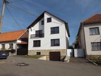pohled z uliční strany (Prodej domu v osobním vlastnictví 280 m², Petrůvka)