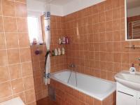 koupelna v patře (Prodej domu v osobním vlastnictví 280 m², Petrůvka)