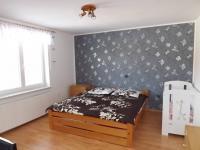 ložnice v patře (Prodej domu v osobním vlastnictví 280 m², Petrůvka)