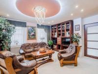 Prodej domu v osobním vlastnictví 490 m², Praha 6 - Lysolaje