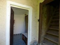 Vstup do domu a na půdu (Prodej domu v osobním vlastnictví 70 m², Vysoký Chlumec)
