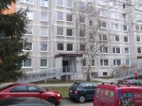 vchod s nájezdovou rampou (Prodej bytu 3+1 v osobním vlastnictví 75 m², Praha 4 - Modřany)