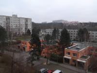výhled z obýváku (Prodej bytu 3+1 v osobním vlastnictví 75 m², Praha 4 - Modřany)