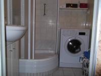 koupelna se sprchovým koutem (Prodej bytu 3+1 v osobním vlastnictví 75 m², Praha 4 - Modřany)