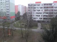 výhled z kuchyně (Prodej bytu 3+1 v osobním vlastnictví 75 m², Praha 4 - Modřany)