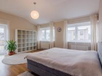 Ložnice rodičů v horním patře (Prodej domu v osobním vlastnictví 156 m², Praha 4 - Šeberov)