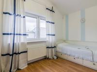 Dětský pokojíček v patře (Prodej domu v osobním vlastnictví 156 m², Praha 4 - Šeberov)