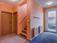 Vstupní část domu (Prodej domu v osobním vlastnictví 156 m², Praha 4 - Šeberov)