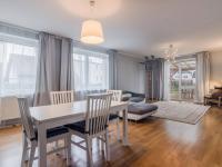 Obývací pokoj 40m2 s východem na zahradu (Prodej domu v osobním vlastnictví 156 m², Praha 4 - Šeberov)