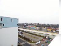 Výhled k metru Rajská Zahrada (Prodej bytu 1+1 v osobním vlastnictví 48 m², Praha 9 - Černý Most)