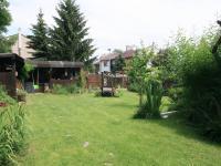 Pohled od vjezdu na zahradu (Prodej domu v osobním vlastnictví 170 m², Liberec)
