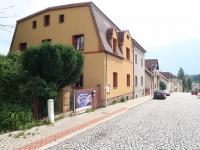 Pohled na dům z ulice (Prodej domu v osobním vlastnictví 170 m², Liberec)