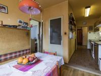 2.NP - Kuchyně a vstup do koupelny (Prodej domu v osobním vlastnictví 170 m², Liberec)