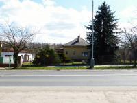 Pohled na dům z ul.Mladoboleslavská (Prodej domu v osobním vlastnictví 75 m², Praha 9 - Vinoř)