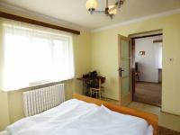 1.NP - Ložnice 1 (Prodej domu v osobním vlastnictví 75 m², Praha 9 - Vinoř)