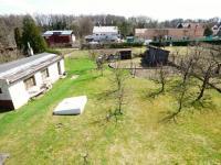 2.NP - Pohled z patra na pozemek (Prodej domu v osobním vlastnictví 75 m², Praha 9 - Vinoř)