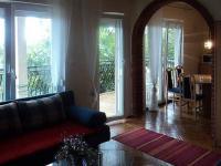 Obývací pokoj s kuchyní apartmánu (Prodej penzionu 375 m², Dramalj)