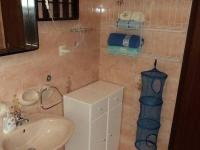 Koupelna apartmánu (Prodej penzionu 375 m², Dramalj)