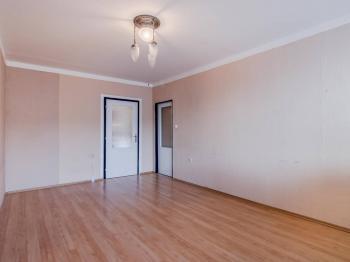 Obývací pokoj - Prodej bytu 2+1 v osobním vlastnictví 55 m², Praha 4 - Modřany