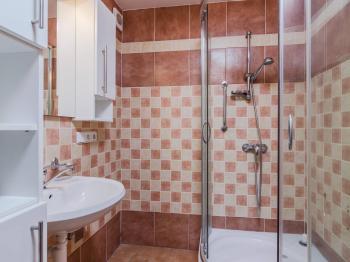 Koupelna - Prodej bytu 2+1 v osobním vlastnictví 55 m², Praha 4 - Modřany