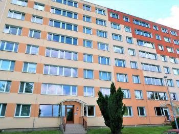 Pohled na dům - Prodej bytu 3+1 v osobním vlastnictví 55 m², Praha 4 - Krč