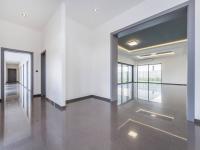 Vstupní hala, je tu WC, šatna, technická místnost - Prodej domu v osobním vlastnictví 180 m², Čestlice