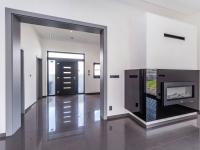 Pohled na krb a do vstupní haly - Prodej domu v osobním vlastnictví 180 m², Čestlice