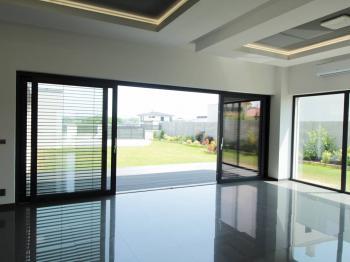 Obývací hala, výhled na terasu - Prodej domu v osobním vlastnictví 180 m², Čestlice