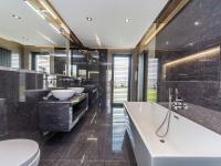 Komfortní a moderní koupelna - Prodej domu v osobním vlastnictví 180 m², Čestlice