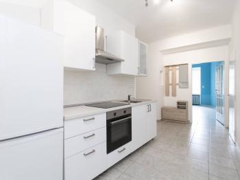Prostorná kuchyně - Pronájem bytu 3+1 v osobním vlastnictví 79 m², Praha 4 - Podolí