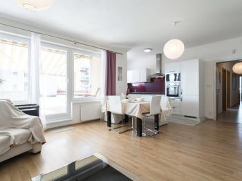 Obývací pokoj - Prodej bytu 3+kk v osobním vlastnictví 94 m², Praha 9 - Letňany