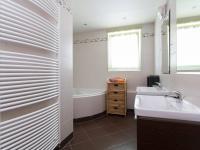 Koupelna - Prodej bytu 3+kk v osobním vlastnictví 94 m², Praha 9 - Letňany