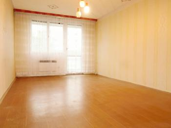 Průchozí obývací pokoj - Prodej bytu 3+1 v osobním vlastnictví 80 m², Poříčany