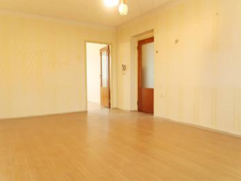 Pohled od lodžie do ložnice a chodby - Prodej bytu 3+1 v osobním vlastnictví 80 m², Poříčany