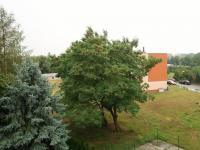 Výhled z lodžie směrem ke garáži - Prodej bytu 3+1 v osobním vlastnictví 80 m², Poříčany