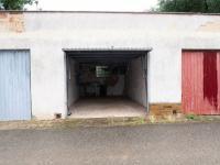 Samostatná garáž - Prodej bytu 3+1 v osobním vlastnictví 80 m², Poříčany
