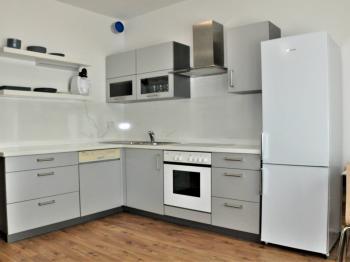 Vybavená kuchyně - Pronájem bytu 1+kk v osobním vlastnictví 41 m², Praha 9 - Čakovice