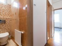 Samostatná toaleta ve 2. nadzemním podlaží - Prodej domu v osobním vlastnictví 197 m², Praha 4 - Podolí