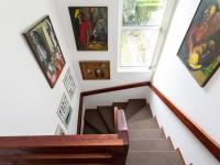 Schody do 2 nadzemního podlaží - Prodej domu v osobním vlastnictví 197 m², Praha 4 - Podolí