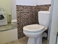 Koupelna s toaletou - Pronájem bytu 1+1 v osobním vlastnictví 27 m², Praha 4 - Krč