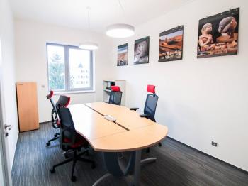 Malá jednací místnost 17m2 - ilustrační rozmísítění rozmístění - Pronájem kancelářských prostor 100 m², Praha 4 - Hodkovičky