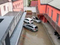 Dvůr s možností až 4 parkovacích míst za poplatek - Pronájem kancelářských prostor 100 m², Praha 4 - Hodkovičky