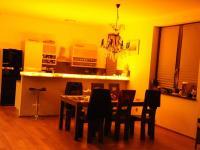Kuchyň - Pronájem domu v osobním vlastnictví 190 m², Praha 6 - Lysolaje