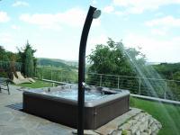 Vířivka se sprchou - Pronájem domu v osobním vlastnictví 190 m², Praha 6 - Lysolaje