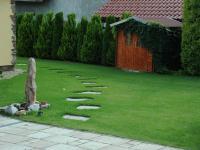 Fontána před domem - Pronájem domu v osobním vlastnictví 190 m², Praha 6 - Lysolaje