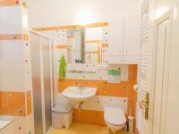 Koupelna s toaletou - Pronájem bytu 2+kk v osobním vlastnictví 45 m², Praha 1 - Malá Strana