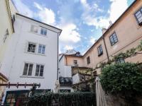 Dvorek před domem - Pronájem bytu 2+kk v osobním vlastnictví 45 m², Praha 1 - Malá Strana