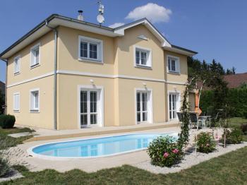 Pohled na dům z jihozápadní strany - Prodej domu v osobním vlastnictví 199 m², Praha 4 - Šeberov