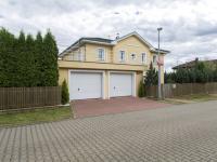 Severní pohled z ulice - Prodej domu v osobním vlastnictví 199 m², Praha 4 - Šeberov