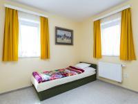 Pokoj v patře - Prodej domu v osobním vlastnictví 199 m², Praha 4 - Šeberov